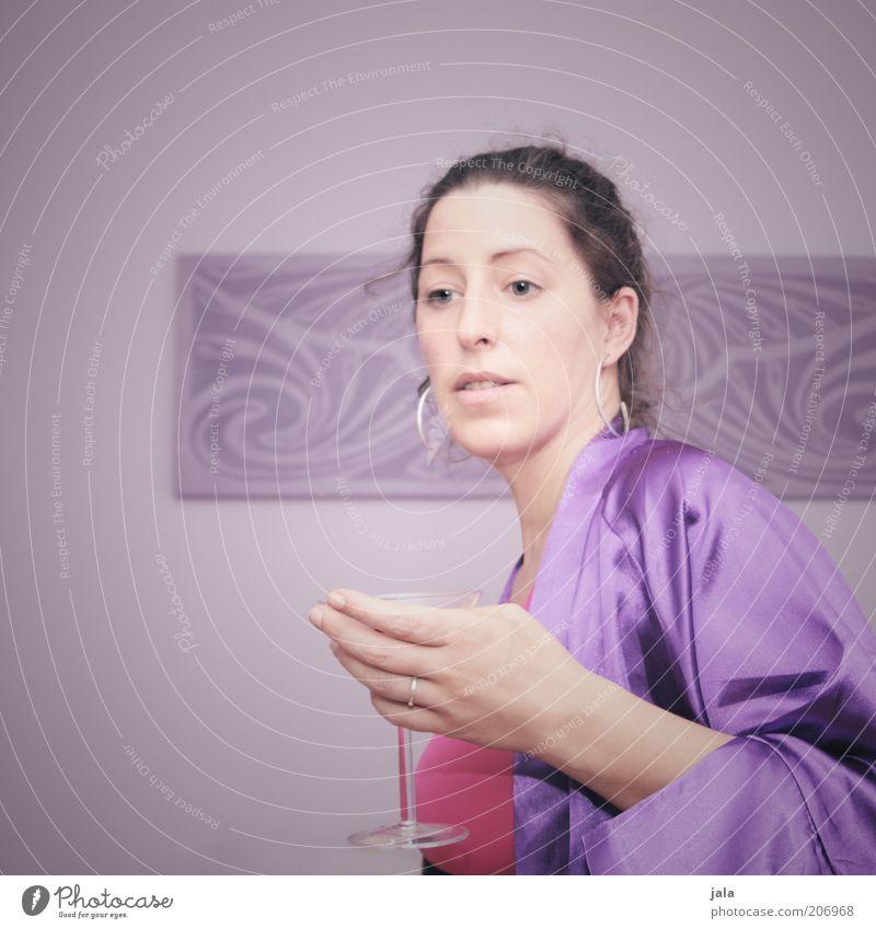 sweet martini Getränk trinken Alkohol Longdrink Cocktail Glas Lifestyle Stil Feste & Feiern Mensch feminin Frau Erwachsene 1 18-30 Jahre Jugendliche 30-45 Jahre