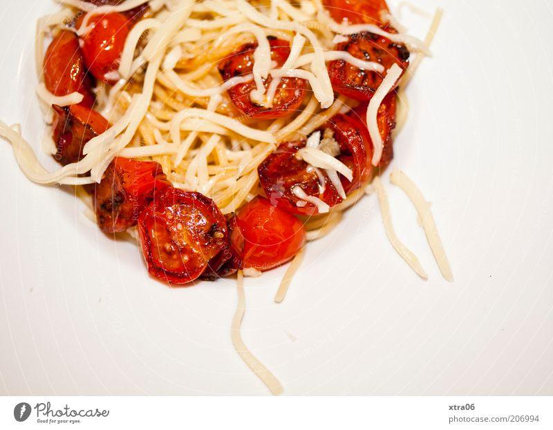 nachschlag Lebensmittel Ernährung lecker Tomate Nudeln Spaghetti Käse Appetit & Hunger Farbfoto Innenaufnahme Textfreiraum unten Mahlzeit Nudelgerichte
