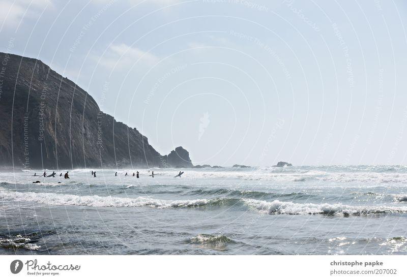 Auf der Suche nach der perfekten Welle Wasser Ferien & Urlaub & Reisen Meer Sommer Landschaft Freiheit Stein Küste Menschengruppe Stimmung Wellen