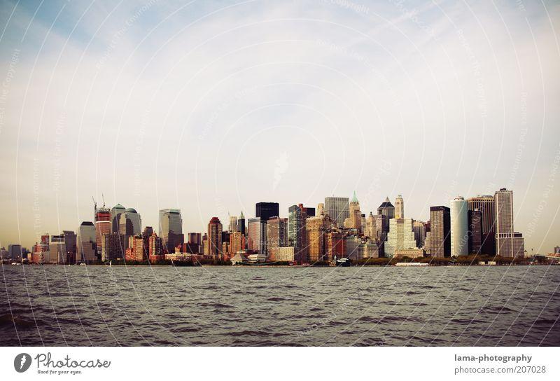 they call it manhattan Stadt Ferien & Urlaub & Reisen Freiheit Architektur Gebäude Küste Hochhaus Tourismus USA Bankgebäude Skyline Amerika Sightseeing Sehenswürdigkeit New York City Manhattan