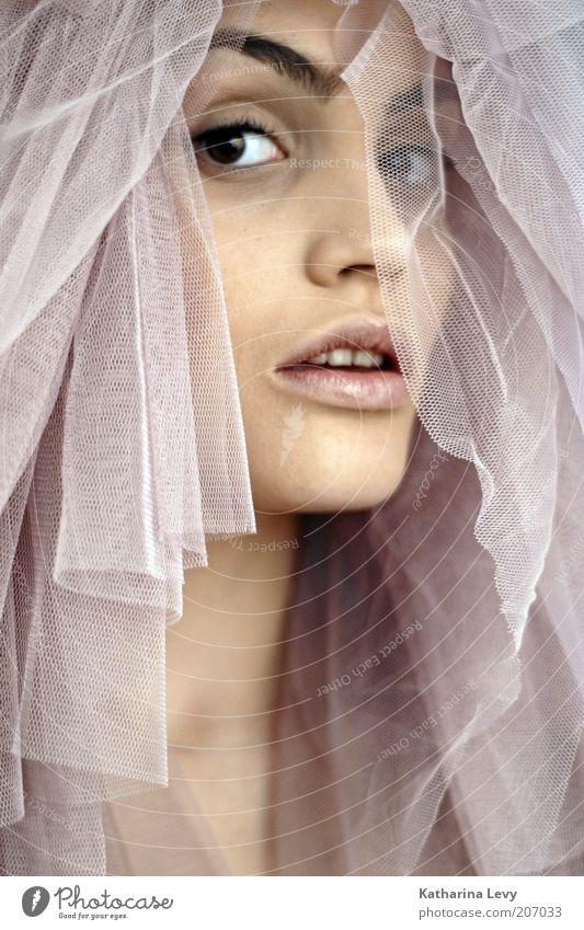 spooky tuesday Mensch Jugendliche schön Gesicht ruhig Leben feminin Stil braun rosa Hochzeit Lifestyle ästhetisch beobachten außergewöhnlich