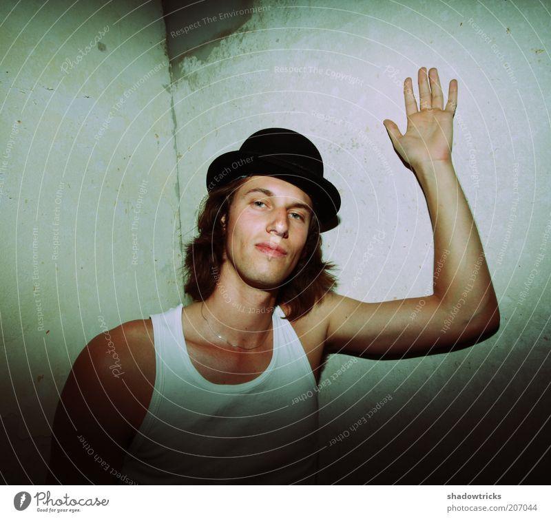 Monsieur Kolja Jugendliche schön Erwachsene Stil maskulin natürlich Lifestyle Coolness einzigartig dünn Hut trashig 18-30 Jahre langhaarig selbstbewußt