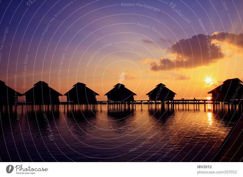 Das Paradies sagt Gute Nacht! Wasser Himmel Sonne Meer Ferien & Urlaub & Reisen Wolken Ferne Erholung träumen Insel Reisefotografie Asien Sehnsucht Hütte Steg