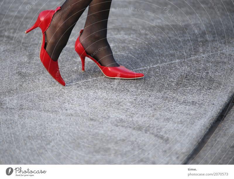 AST 10 | Public Catwalk feminin Beine Fuß Mensch Platz Wege & Pfade Strümpfe Damenschuhe Bewegung gehen stehen Tanzen schön Erotik ästhetisch Design elegant