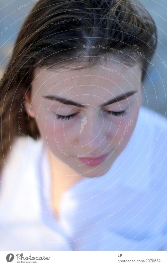Gelassenheit Mensch Jugendliche Junge Frau schön Erholung ruhig Religion & Glaube Leben Lifestyle Gefühle Gesundheit feminin Haare & Frisuren Mode Stimmung
