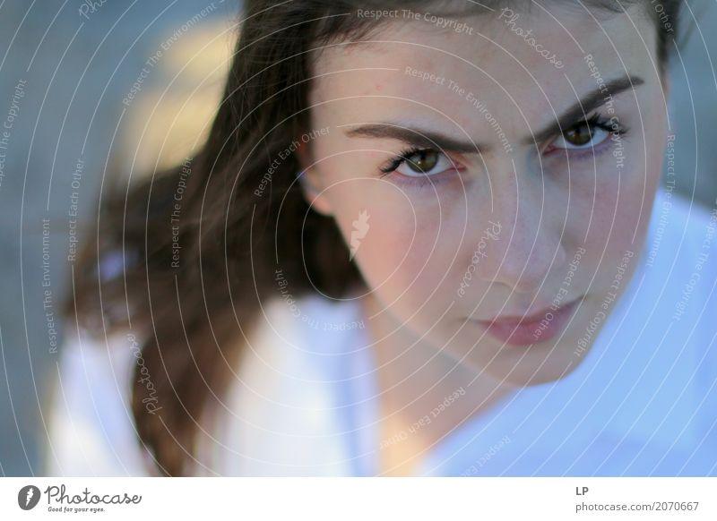 neugieriges Aussehen Mensch Jugendliche Junge Frau Leben Gefühle feminin Haare & Frisuren Stimmung Angst Jugendkultur Zukunftsangst Wut Stress Konflikt & Streit