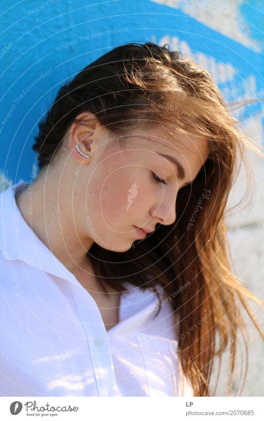 blaues Profil Mensch Jugendliche Junge Frau schön Erholung ruhig Leben Lifestyle Gefühle feminin Stil Haare & Frisuren Mode Stimmung Zufriedenheit Angst