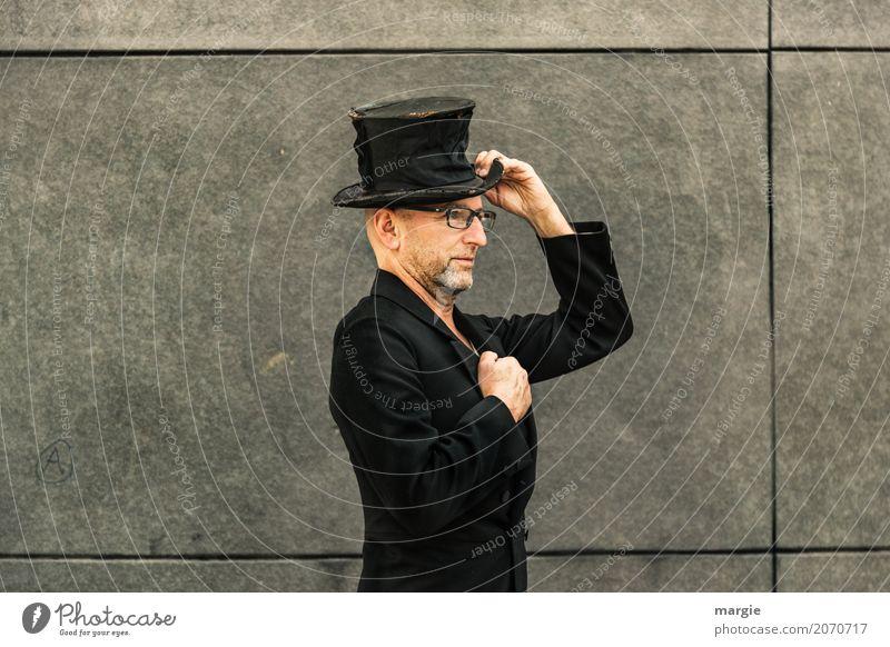 AST 10 | Gestatten mein Name ist... Arbeit & Erwerbstätigkeit Mensch maskulin Mann Erwachsene Mode Bekleidung Arbeitsbekleidung Mantel Hut grau schwarz Zylinder