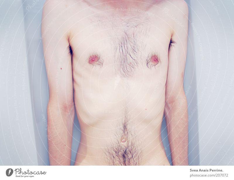die farbe engelsblau. Mensch Mann Jugendliche blau kalt Gefühle Körper Arme Haut liegen maskulin Akt Ende Badewanne dünn Junger Mann