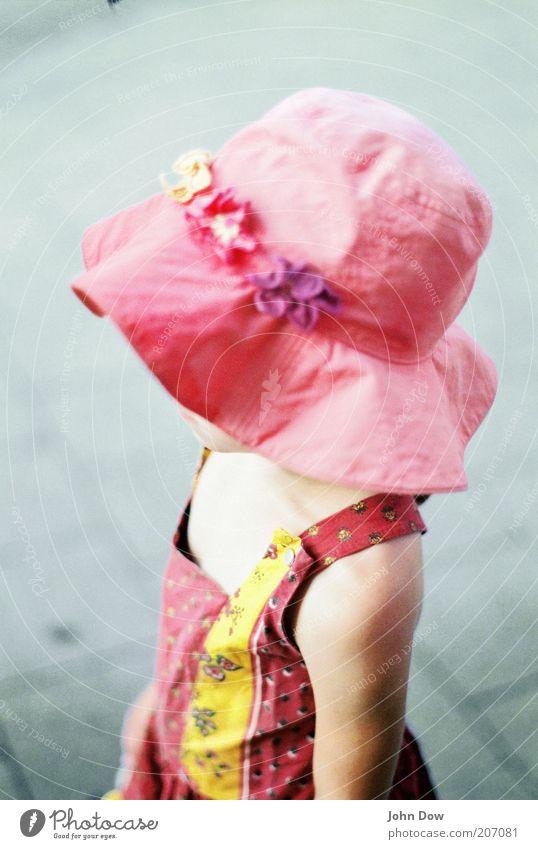Knallbonbon Mensch Kind schön Mädchen Sommer Blume gelb Leben Frühling Kindheit Zufriedenheit Freizeit & Hobby rosa leuchten Kleid Hut