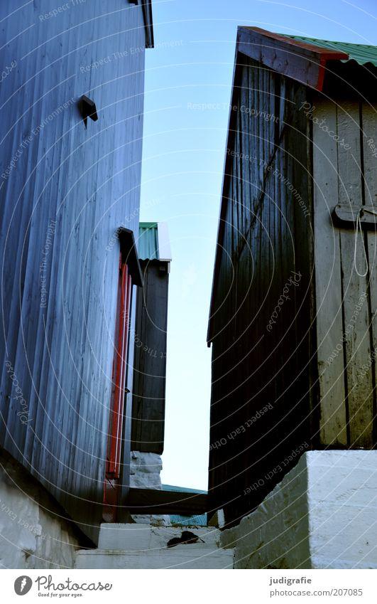 Färöer Himmel ruhig Haus Wand Holz Mauer Gebäude Stimmung Treppe nah Dach Häusliches Leben Hütte Gesellschaft (Soziologie) eng