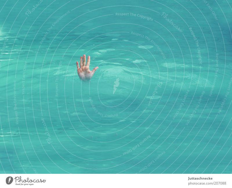 Stopp, kein Durchgang! tauchen Schwimmbad Hand Finger blau Wachsamkeit Todesangst Ende Überleben ertrinken untergehen herausragen Handfläche nass tief Farbfoto