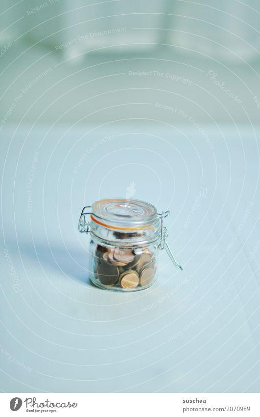 gespart Armut Geld Symbole & Metaphern Reichtum Ruhestand sparen wenige ansammeln Geldmünzen Altersversorgung karg Cent Einmachglas