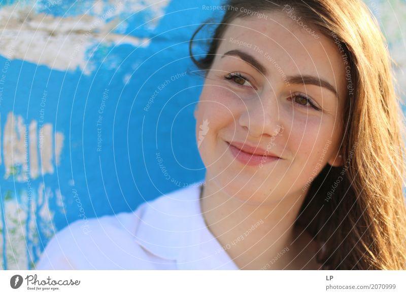lächelnde Schönheit Lifestyle elegant schön Wellness Leben harmonisch Wohlgefühl Zufriedenheit Sinnesorgane Erholung ruhig Meditation Mensch feminin Junge Frau