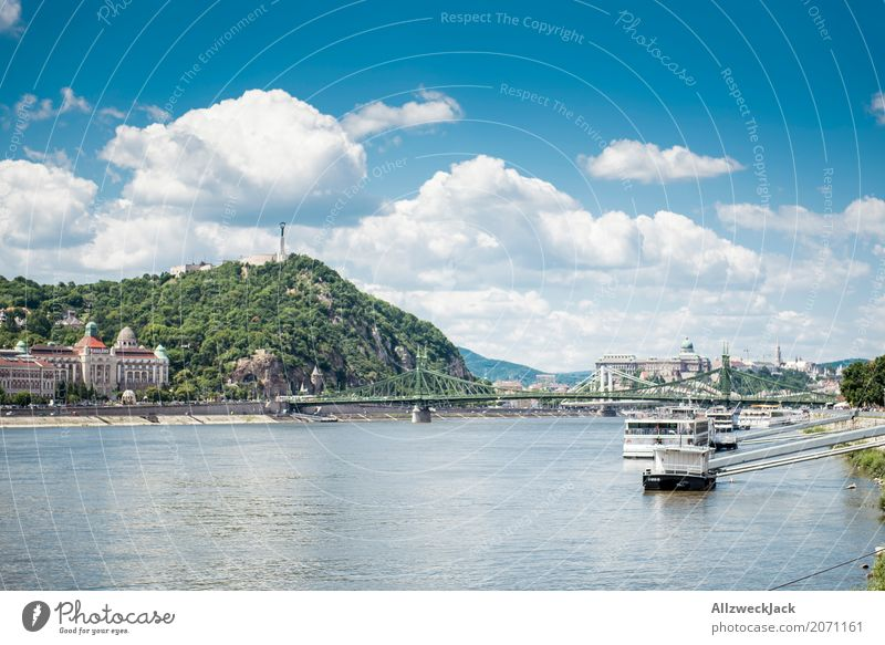 Budapest 5 Ferien & Urlaub & Reisen blau Sommer Stadt Wolken Tourismus Wasserfahrzeug Ausflug Verkehr ästhetisch historisch Sehenswürdigkeit Wahrzeichen