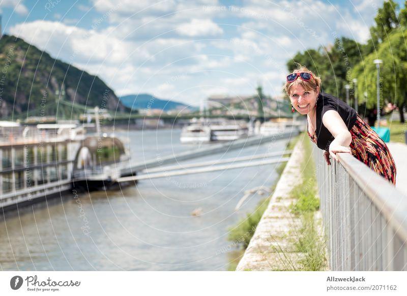 girl ships river donau budapest 2 Mensch Frau Jugendliche Junge Frau Freude 18-30 Jahre Erwachsene feminin Glück Fröhlichkeit Lebensfreude Fluss Hauptstadt