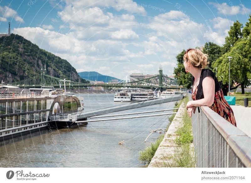 girl ships river donau budapest 1 Ferien & Urlaub & Reisen Tourismus Ausflug Sightseeing Städtereise feminin Junge Frau Jugendliche Erwachsene Mensch