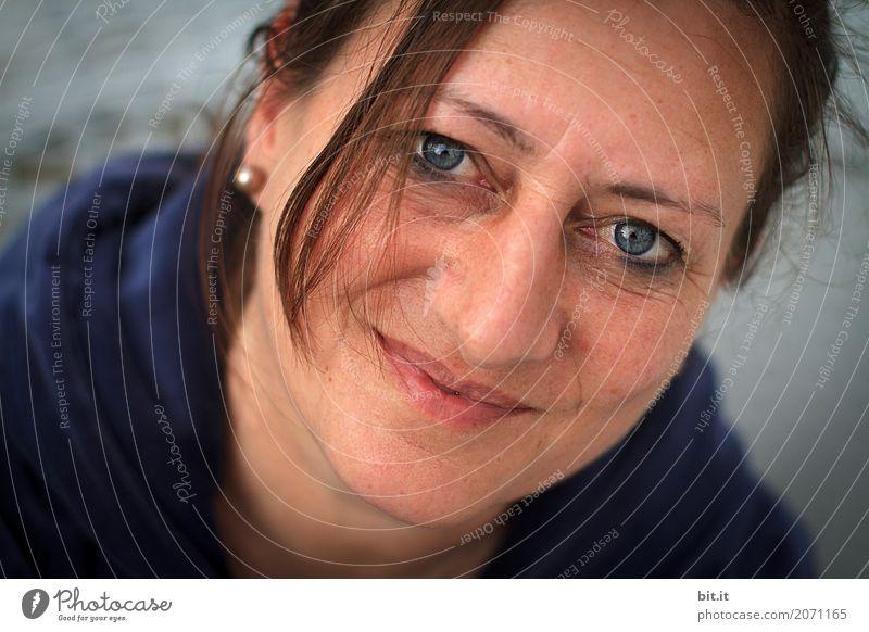 AST 10 | die Freude hält an... Mensch feminin Frau Erwachsene Familie & Verwandtschaft Kopf 30-45 Jahre 45-60 Jahre Lächeln Freundlichkeit Fröhlichkeit