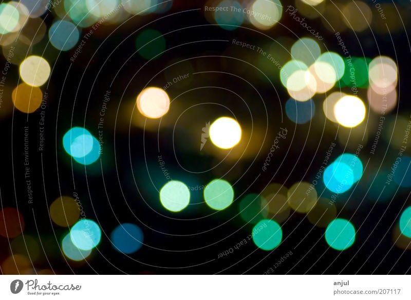 Lichtpunkte glänzend leuchten viele blau mehrfarbig grün Unschärfe Farbfoto Außenaufnahme Nahaufnahme Makroaufnahme Experiment abstrakt Menschenleer Nacht