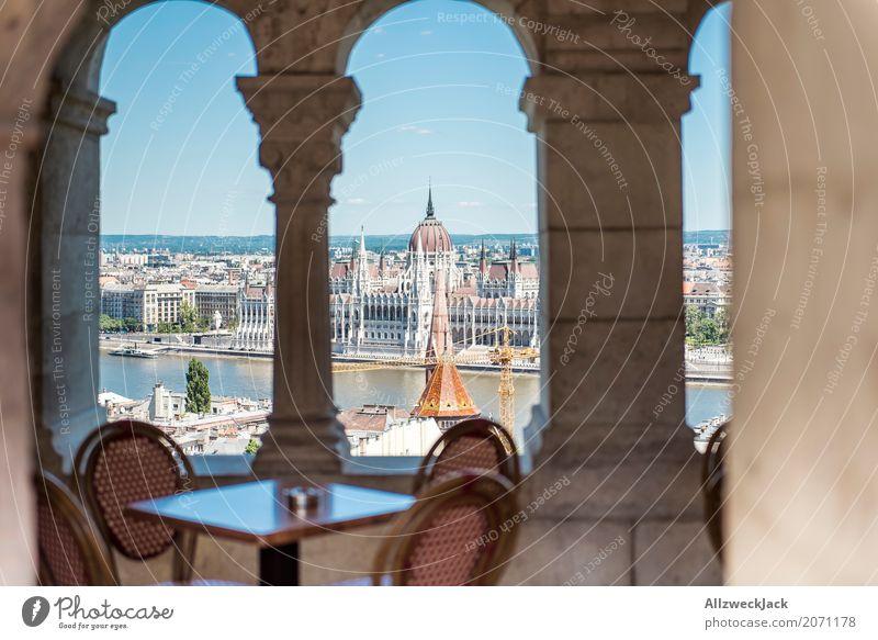 Kaffeetisch mit Aussicht Ferien & Urlaub & Reisen Tourismus Ausflug Sightseeing Städtereise Budapest Ungarn Hauptstadt Stadtzentrum Altstadt Palast Bauwerk