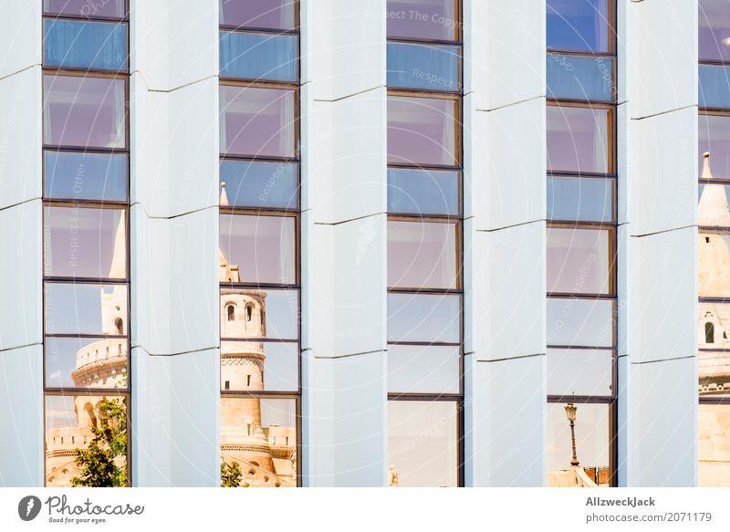 |:|:|:|:| Budapest Ungarn Hauptstadt Altstadt Menschenleer Kirche Architektur Design Surrealismus Spiegel Fenster verspiegelt Farbfoto Außenaufnahme Experiment