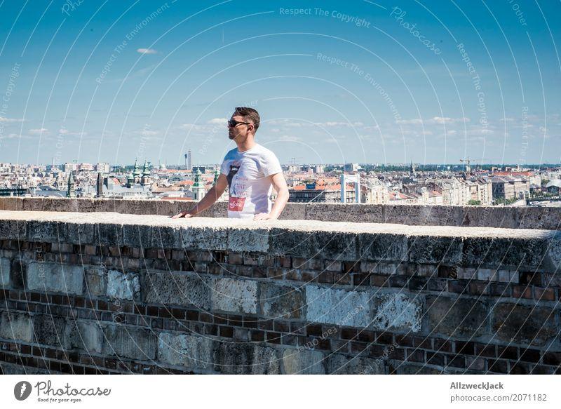 watching 1 Mensch Ferien & Urlaub & Reisen Jugendliche Mann Sommer Junger Mann Ferne 18-30 Jahre Erwachsene Mauer Tourismus Ausflug maskulin beobachten Skyline
