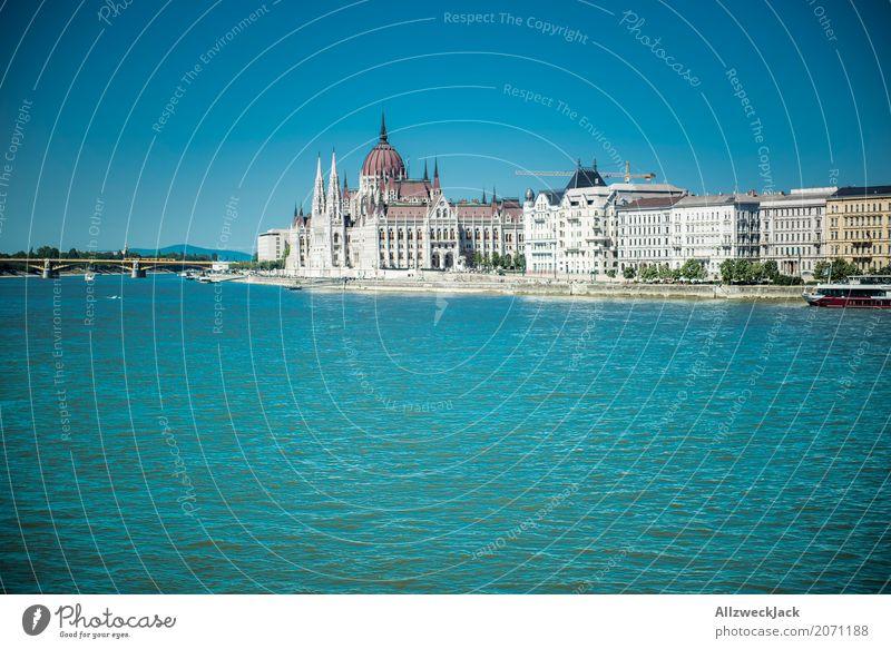 Budapest 2 Ferien & Urlaub & Reisen blau Sommer Tourismus Wasserfahrzeug Ausflug Verkehr ästhetisch historisch Sehenswürdigkeit Wahrzeichen Hauptstadt Altstadt