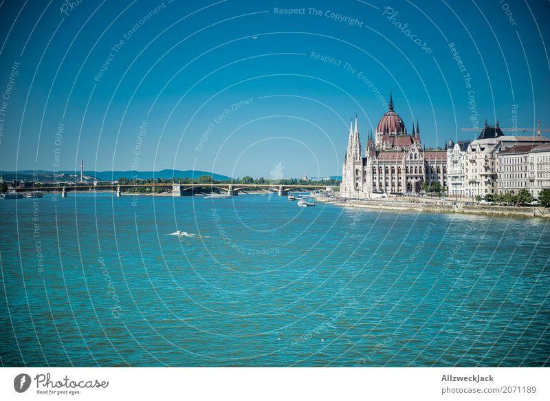 Budapest 1 Ferien & Urlaub & Reisen Tourismus Ausflug Sightseeing Städtereise Sommer Ungarn Hauptstadt Stadtzentrum Altstadt Dom Palast Sehenswürdigkeit
