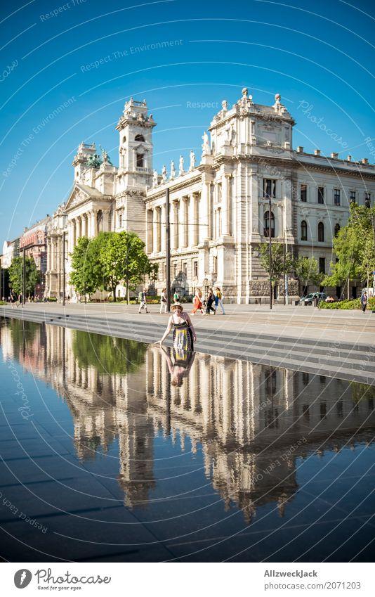 Ethnologisches Museum Budapest 2 Farbfoto Außenaufnahme Tag Reflexion & Spiegelung Totale Ferien & Urlaub & Reisen Tourismus Ausflug Sightseeing Städtereise