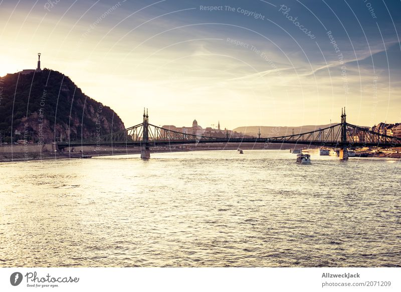 Sonnenuntergang auf der Donau 3 Farbfoto Außenaufnahme Dämmerung Abend Tag Sonnenlicht Sonnenstrahlen Menschenleer Panorama (Aussicht) Ferien & Urlaub & Reisen