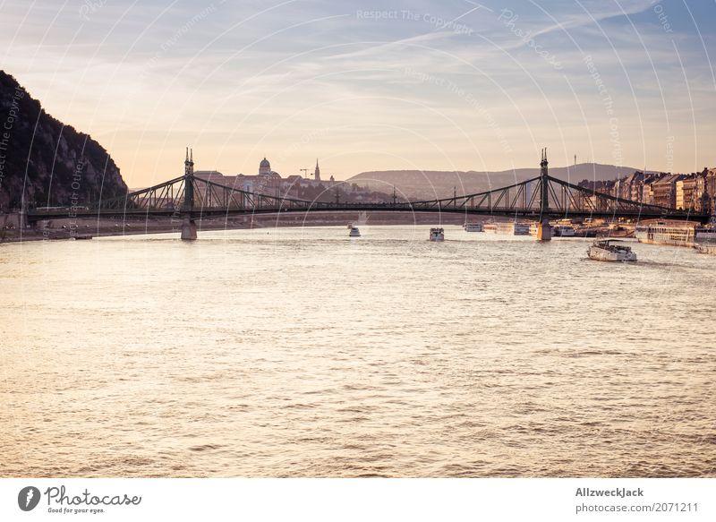 Sonnenuntergang auf der Donau 2 Ferien & Urlaub & Reisen ruhig Reisefotografie Tourismus Ausflug ästhetisch Brücke Sehenswürdigkeit Skyline Hauptstadt