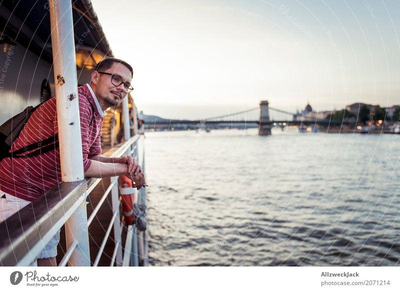 On a ship Mensch Ferien & Urlaub & Reisen Jugendliche Mann Junger Mann Erholung 18-30 Jahre Erwachsene Tourismus Ausflug maskulin genießen Fluss