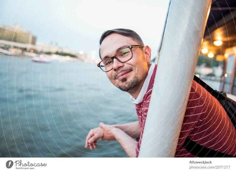 On a ship 3 Ferien & Urlaub & Reisen Mann Erholung Freude Tourismus Wasserfahrzeug Ausflug genießen Fluss Sehenswürdigkeit Altstadt Stadtzentrum Städtereise