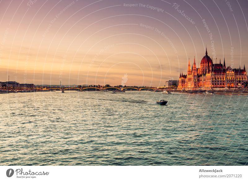 Budapest @ night 10 Ferien & Urlaub & Reisen Reisefotografie Architektur Straße Tourismus Wasserfahrzeug historisch Bauwerk Sehenswürdigkeit Wahrzeichen