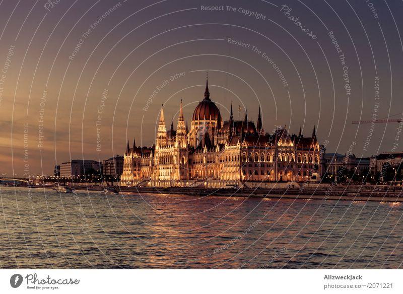 Budapest @ night 8 Farbfoto Außenaufnahme Dämmerung Totale Menschenleer Panorama (Aussicht) Textfreiraum links Reisefotografie Tourismus Ausflug Ungarn