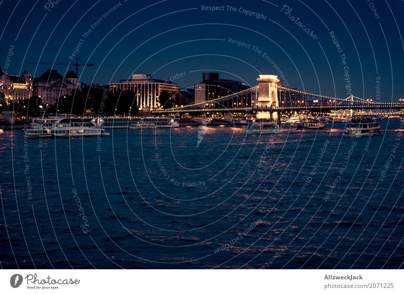 Budapest @ night 7 Farbfoto Außenaufnahme Nacht Totale Langzeitbelichtung Menschenleer Panorama (Aussicht) Textfreiraum links Ferien & Urlaub & Reisen Tourismus