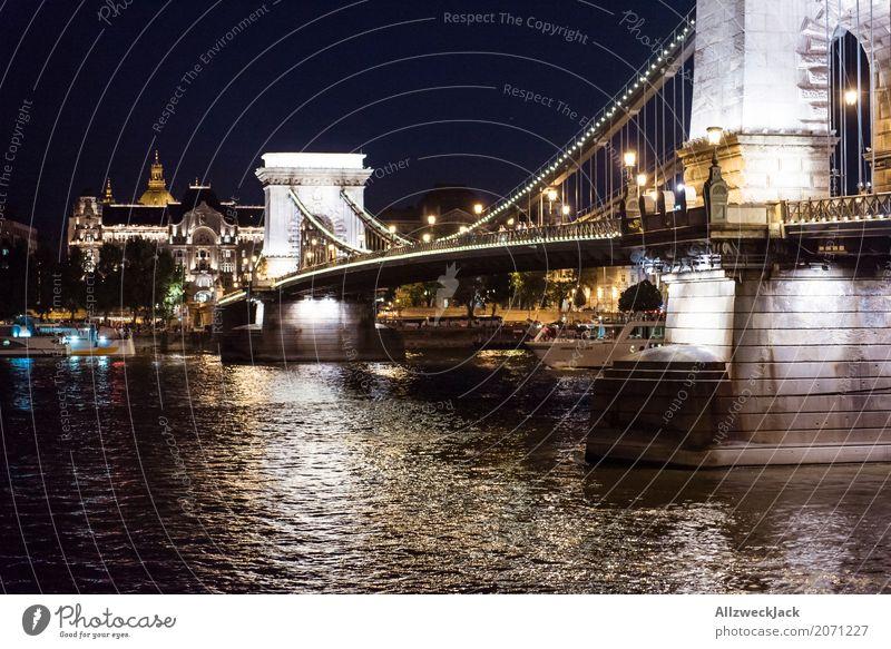 Budapest @ night 3 Ferien & Urlaub & Reisen Architektur Straße Tourismus Ausflug Brücke historisch Bauwerk Sehenswürdigkeit Wahrzeichen Hauptstadt Denkmal