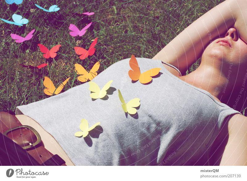 gut feeling. Frau Jugendliche Sommer Liebe Leben Wiese Freiheit Gefühle Gras fliegen ästhetisch T-Shirt Rasen Kreativität