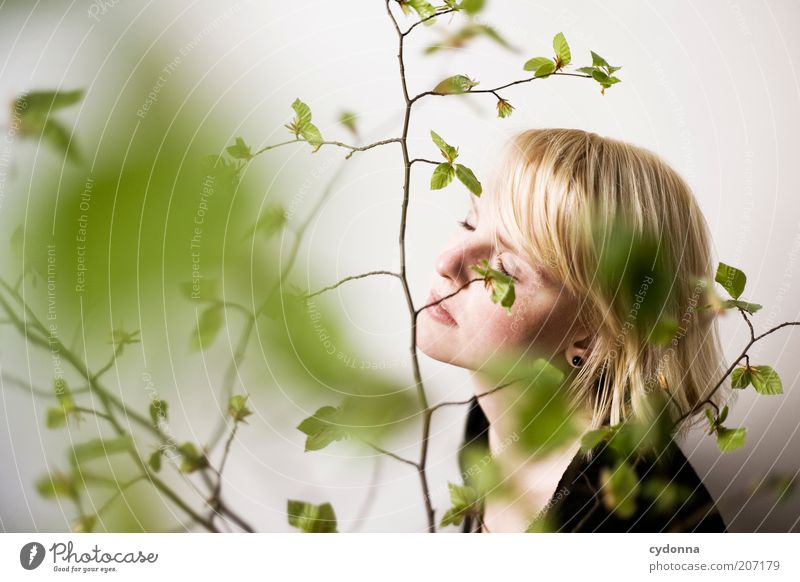 Hier und Jetzt Lifestyle schön Gesundheit Wellness harmonisch Wohlgefühl Zufriedenheit Erholung ruhig Meditation Mensch Junge Frau Jugendliche Gesicht