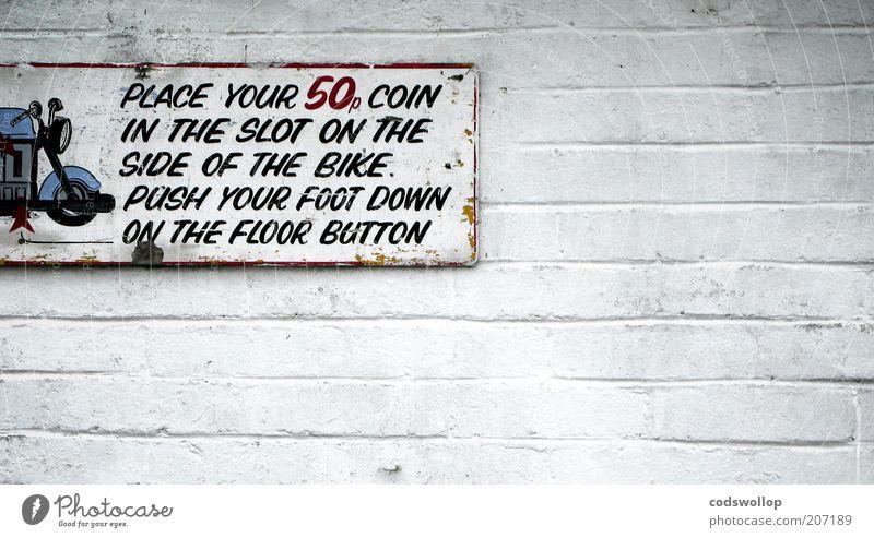 funf minuten lang Barry Sheene sein weiß Wand grau Mauer Verkehr Schriftzeichen trist Hinweisschild Ziffern & Zahlen Typographie trashig Motorrad Englisch Schilder & Markierungen Anweisung