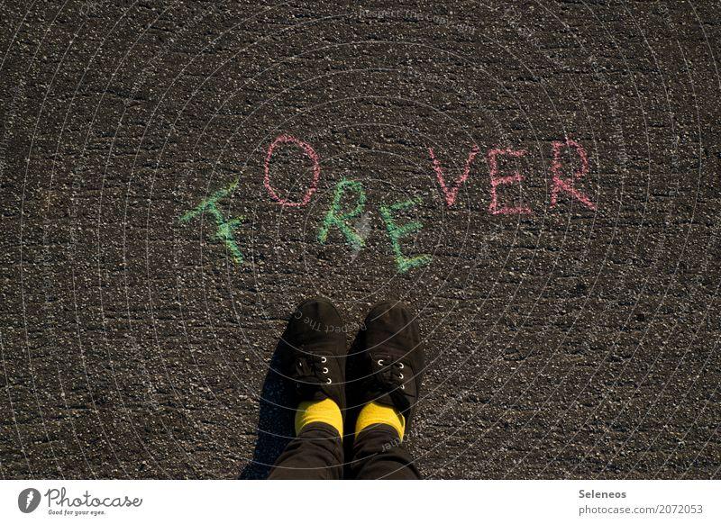 weekend forever Mensch Fuß 1 Schuhe Zeichen Schriftzeichen Schilder & Markierungen Hinweisschild Warnschild lang Gefühle Stimmung Lebensfreude Optimismus Erfolg