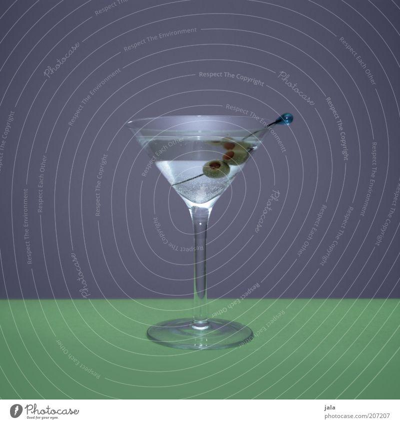 dark martini & dirty olives grün Stil Glas elegant ästhetisch Getränk Lifestyle einfach violett Stillleben Cocktail Alkohol Oliven steril Spirituosen Longdrink