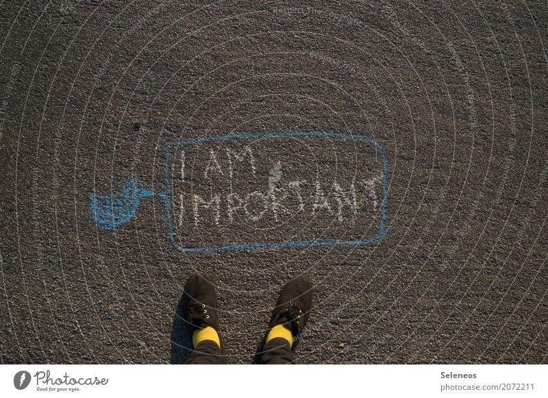 zwitscher Fuß Schuhe Zeichen Schriftzeichen Ornament Schilder & Markierungen Graffiti Sprechblase sprechen Kommunizieren schreiben Bekanntheit Hochmut Stolz