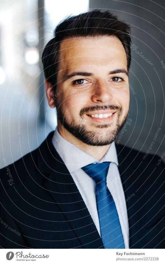 Businessporträt junger Mann Mensch Jugendliche 18-30 Jahre Gesicht Erwachsene Leben Lifestyle Stil maskulin Büro elegant Kraft Erfolg Beginn