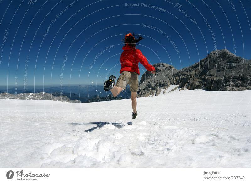 ... einmal HEIDI sein Freude Berge u. Gebirge Mensch 1 18-30 Jahre Jugendliche Erwachsene Himmel Schönes Wetter Schnee Gletscher laufen blau rot Fröhlichkeit