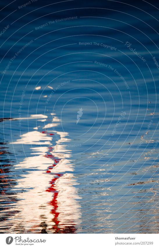 Sommer Wasser weiß Meer blau rot Farbe Bewegung träumen Zufriedenheit Stimmung Wellen ästhetisch fantastisch geheimnisvoll Idylle