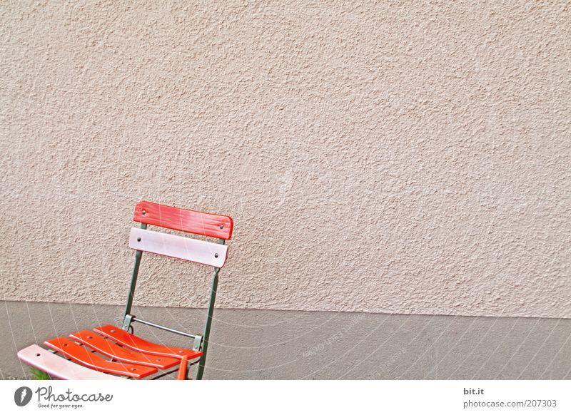 Rosa Zeiten alt rot ruhig Einsamkeit Wand Mauer rosa Fassade frei stehen retro Stuhl Kitsch Symbole & Metaphern einzeln Möbel