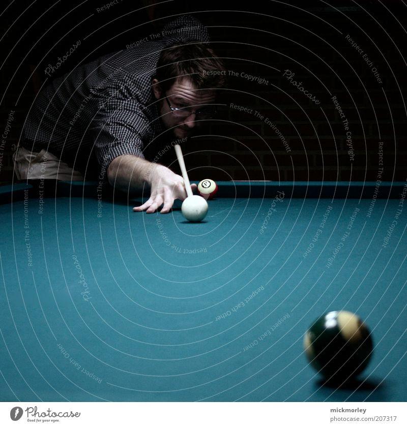 Pool is Cool Lifestyle elegant Stil Freizeit & Hobby Entertainment Erfolg Verlierer maskulin Junger Mann Jugendliche 1 Mensch 18-30 Jahre Erwachsene berühren