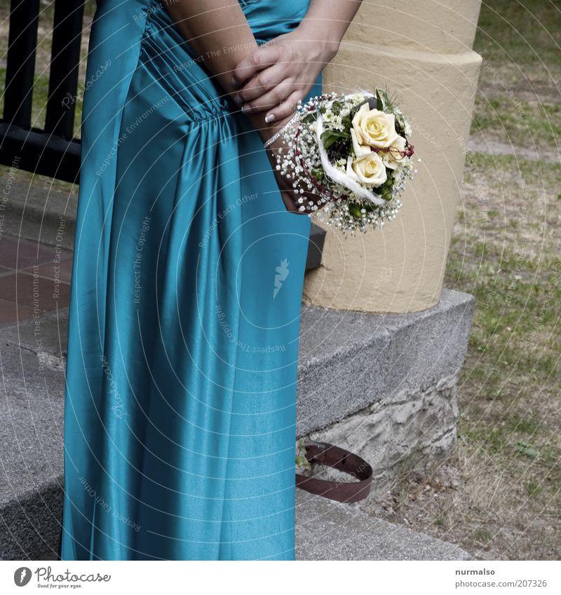 jungfer ? Mensch blau Hand schön Sommer gelb feminin Umwelt Gefühle Glück Feste & Feiern elegant warten frisch ästhetisch Hochzeit