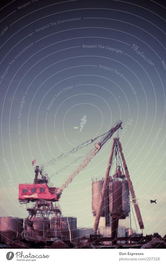 Ducktales Wasser ruhig Tier Arbeit & Erwerbstätigkeit Zufriedenheit Vogel Industrie Güterverkehr & Logistik Hafen Schifffahrt Ente Kran Spiegelbild heben stagnierend Verzerrung